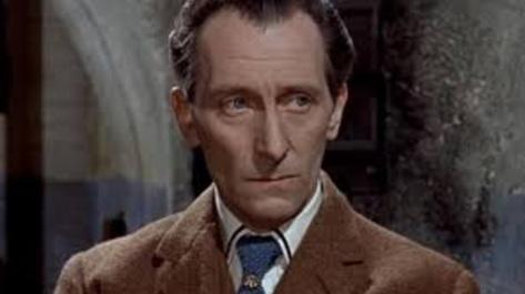 26 de maio - Peter Cushing, ator inglês