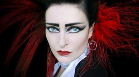 27 de maio - Siouxsie Sioux, vocalista da banda britânica