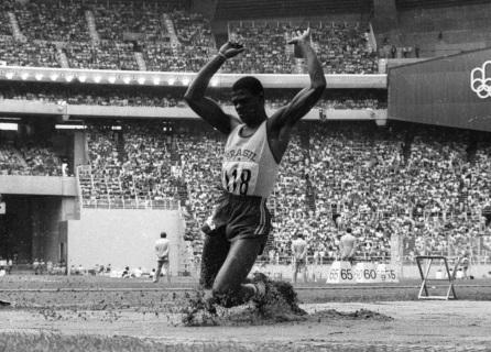 28 de maio - João do Pulo, atleta brasileiro