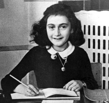 12 de junho - Anne Frank, escritora alemã e vítima judia dos nazistas