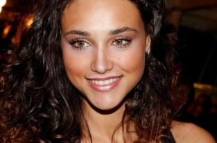 16 de junho - Débora Nascimento, atriz, modelo e apresentadora brasileira