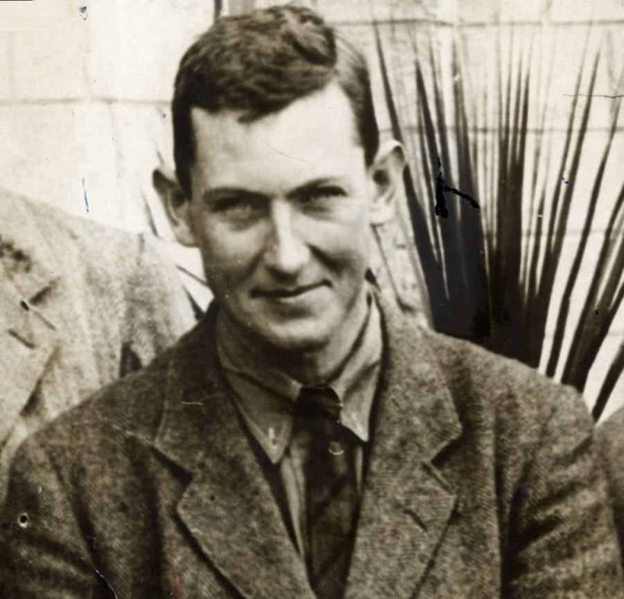 18 de junho - George Mallory, alpinista britânico, talvez o primeiro a escalar o Everest (m. 1924, também no Everest).