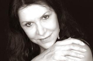 4 de junho - Ítala Nandi, atriz brasileria