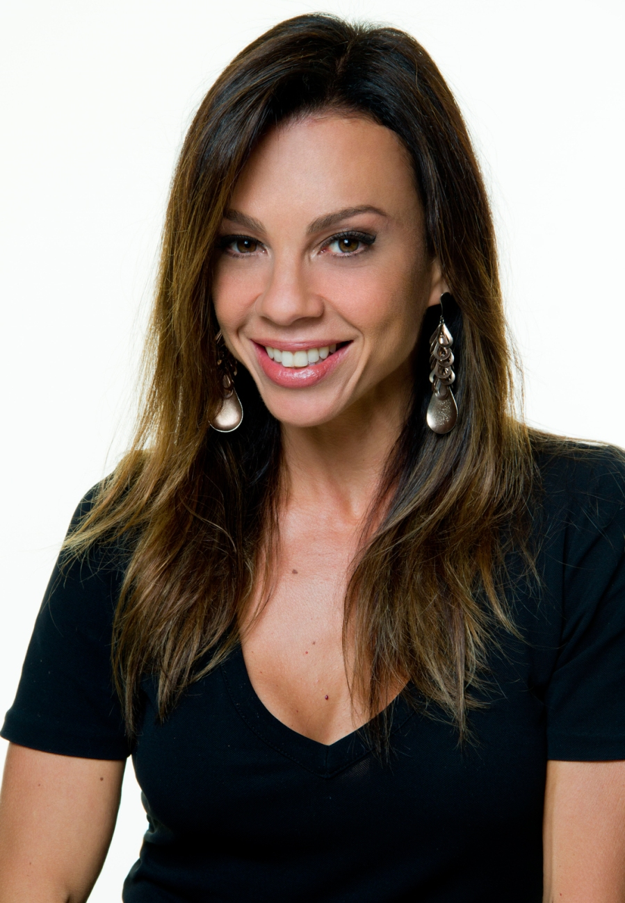 7 de junho - Carla Marins, atriz brasileira.