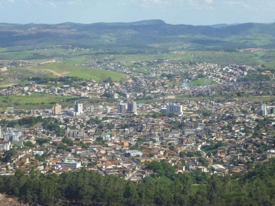 9 de Outubro - Vista panorâmica da cidade — Itabira (MG) — 169 Anos em 2017.