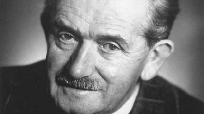 3 de Setembro - Ferdinand Porsche, empresário austríaco, fundador da Porsche e um dos pais do Fusca