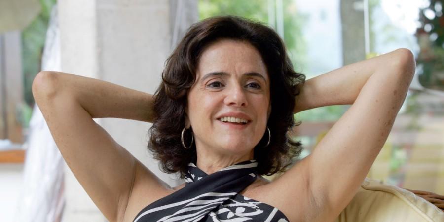 Brasil, Rio de Janeiro, RJ. 13/12/2006. A atriz Marieta Severo é fotografada durante entrevista em sua casa, na Gávea, na capital fluminense. - Crédito:TASSO MARCELO/ESTADÃO CONTEÚDO/AE/Codigo imagem:95980