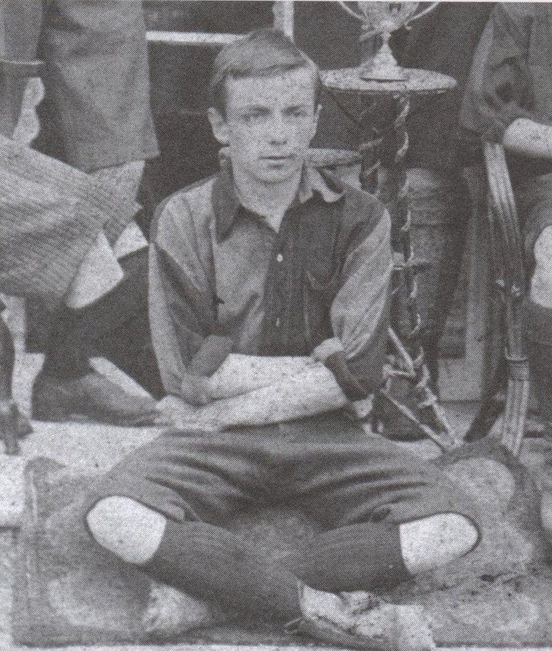 24-de-novembro-charles-miller-futebolista-anglo-brasileiro-jovem