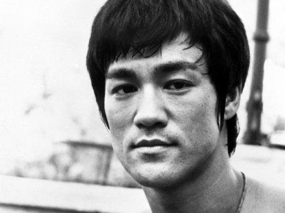27-de-novembro-bruce-lee-ator-estadunidense-e-lendario-lutador-de-kung-fu