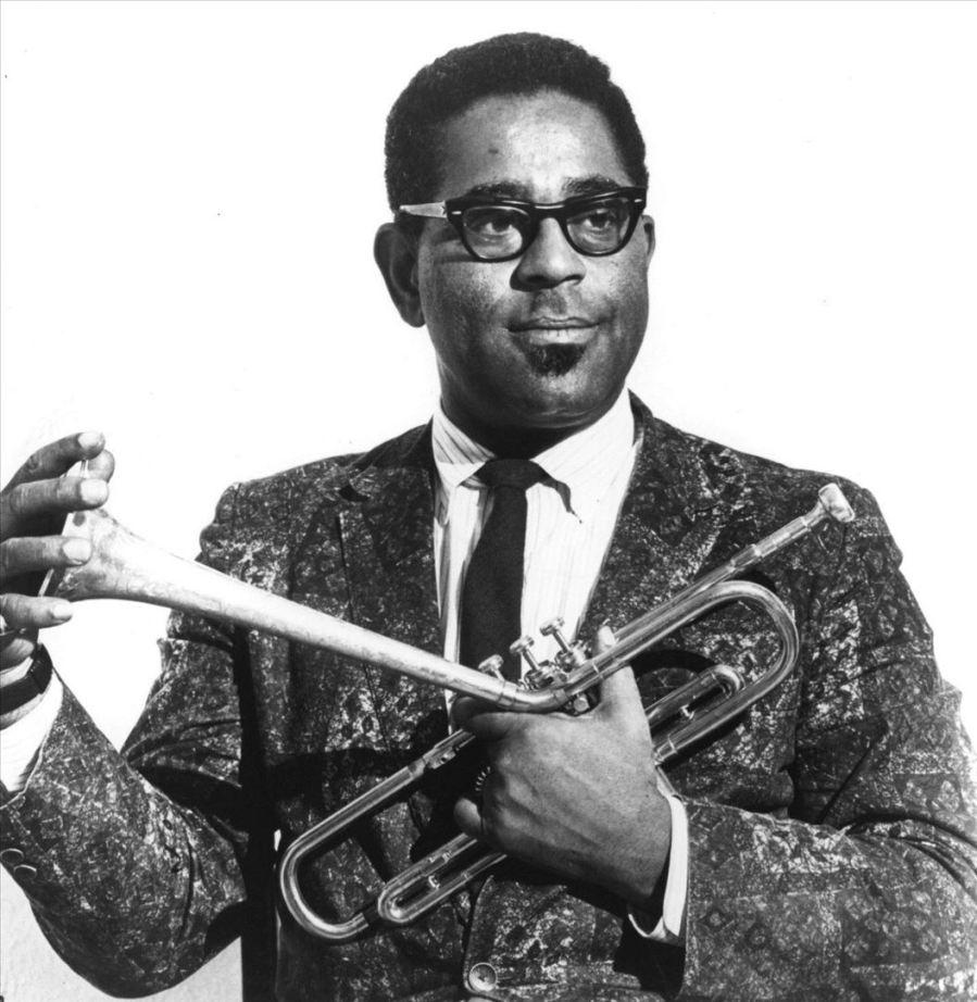 6-de-janeiro-dizzy-gillespie-trompetista-cantor-e-compositor-norte-americano