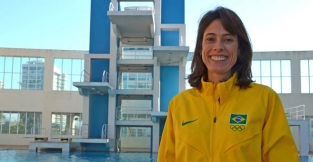 14-de-fevereiro-adriana-behar-ex-jogadora-brasileira-de-voleibol-de-praia
