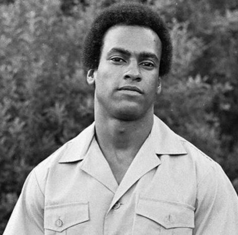17-de-fevereiro-huey-newton-revolucionario-norte-americano-co-fundador-lider-e-inspirador-dos-panteras-negras