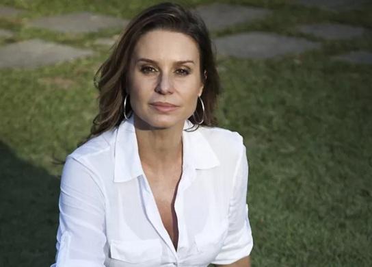 2-de-fevereiro-paula-burlamaqui-atriz-brasileira
