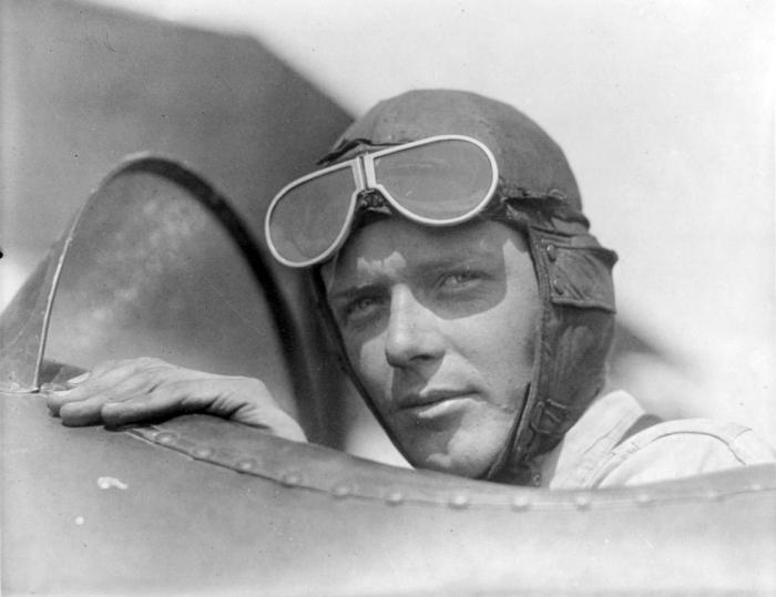 4-de-fevereiro-charles-lindbergh-aviador-estadunidense