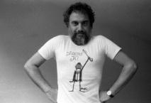 4-jan-1988-o-cartunista-mineiro-henrique-de-souza-filho-mais-conhecido-como-henfil-herdou-da-mae-a-hemofilia-contraiu-aids-em-uma-das-transfusoes-de-sangue