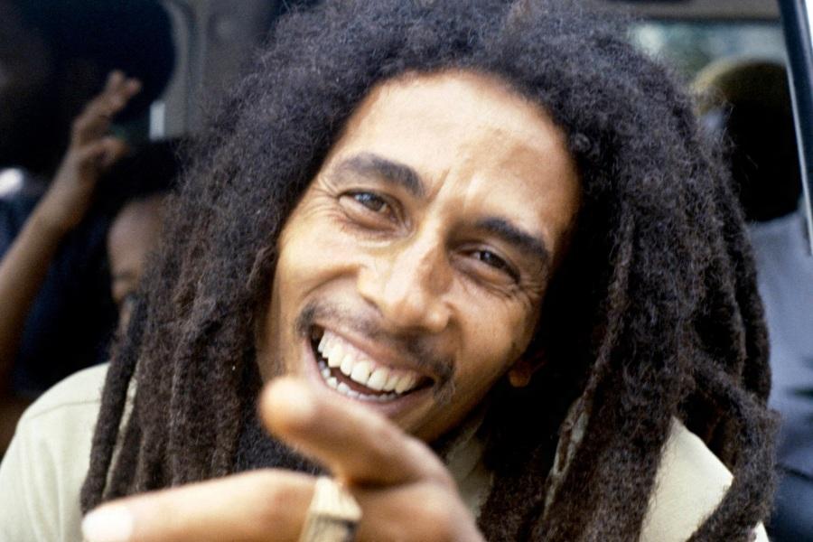 6-de-fevereiro-bob-marley-cantor-e-compositor-jamaicano-car-carro