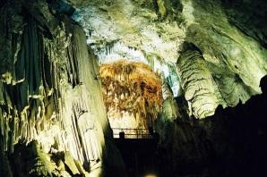 10 de Março - A Caverna do Diabo é a maior caverna do Estado de São Paulo.