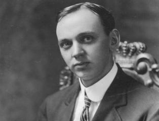 18 de Março - Edgar Evans Cayce, paranormal norte-americano, em 1910.