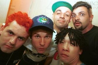2-de-marco-os-integrantes-da-banda-de-rock-brasileira-mamonas-assassinas-dinho-bento-hinoto-samuel-reoli-sergio-reoli-e-julio-rasec