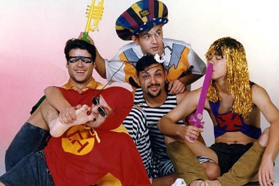 2-de-marco-os-integrantes-da-banda-de-rock-brasileira-mamonas-assassinas-dinho-bento-hinoto-samuel-reoli-sergio-reoli-julio-rasec