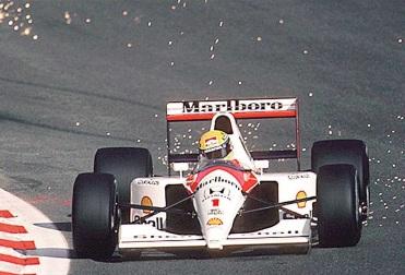21 de Março - Ayrton Senna pilotando uma McLaren
