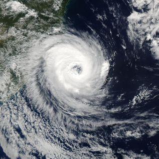 24 de Março - 2004 - O furacão Catarina próximo da costa sul do Brasil