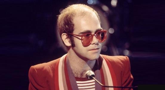 25 de Março - Elton John - músico, cantor e compositor britânico.
