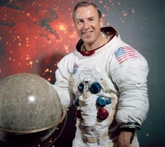 25 de Março - James Lovell, astronauta estado-unidense.