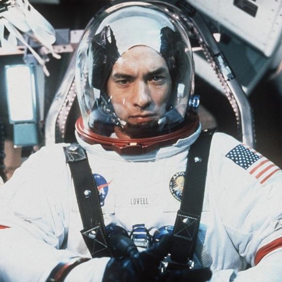 25 de Março - Tom Hanks como James Lovell, astronauta estado-unidense, em Apollo 13.