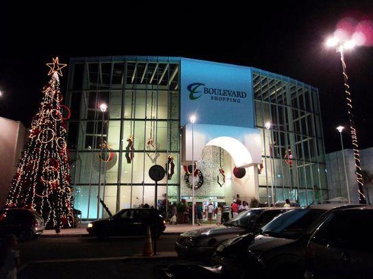 28 de Março - Entrada principal do Shopping Boulevard Campos.