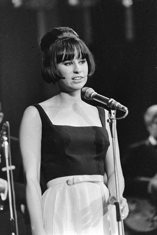29 de Março - 1940 — Astrud Gilberto, cantora brasileira, em 1966.