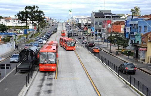 29 de Março - Curitiba revitaliza canaletas (PR).