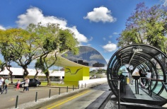 29 de Março - Lateral do Museu Oscar Niemeyer - Curitiba (PR).