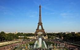 31 de Março - 1889 — A Torre Eiffel é inaugurada por Gustave Eiffel que a projetou;