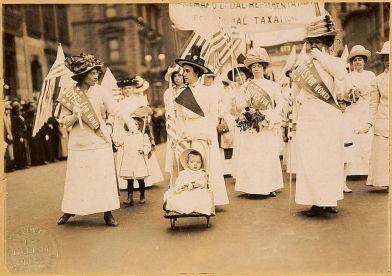 8 de março - 1911 - Passeata pelo direito ao voto feminino em Nova Iorque