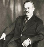 9 de março - Viatcheslav Molotov, diplomata e político russo