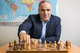 13 de Abril - 1963 - Garry Kasparov - ex-enxadrista, azerbaidjano.