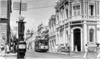 13 de Abril - Sistema de bondes de Fortaleza na década de 1930, na rua Floriano Peixoto. Fortaleza - CE.