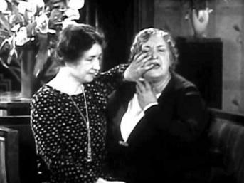 14 de Abril - Anne Sullivan com Helen Keller, velhas.