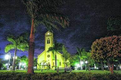 15 de Abril - Iacanga é um município brasileiro do estado de São Paulo - praça da igreja.