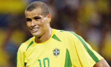 19 de Abril - 1972 — Nasce Rivaldo, futebolista brasileiro.
