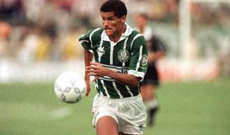 19 de Abril - 1972 - Rivaldo, futebolista brasileiro no Palmeiras.
