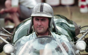 2 de Abril - 1926 — Jack Brabham, automobilista australiano (m. 2014).