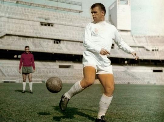 2 de Abril - 1927 — Ferenc Puskás, futebolista e treinador de futebol húngaro (m. 2006).