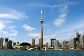 2 de Abril - 1975 — Concluída a construção da Torre CN em Toronto, Canadá. Ela atinge 553,33 metros de altura, tornando-se na época a mais alta estrutura do mundo.