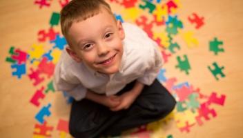 2 de Abril - 2008 — Acontece pela primeira vez o Dia Mundial de Conscientização do Autismo, decretado pela Organização das Nações Unidas no ano anterior, para repetir-se anualmen