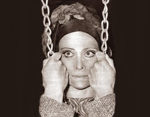 20 de Abril - 1927 – Miriam Pires, atriz e cantora brasileira (m. 2004).