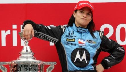 20 de Abril - 2008 — Danica Patrick vence o Indy Japan 300.