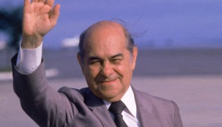 21 de Abril - 1985 — Tancredo Neves, político brasileiro (n. 1910).