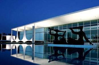 21 de Abril - Palácio da Alvorada à noite - Brasília — DF.